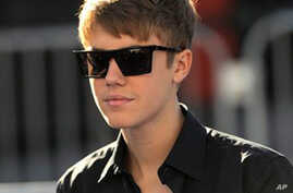Bieber to Undergo Paternity Test; Rapper Heavy D Dies