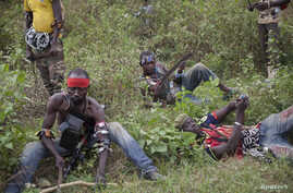 Anti-balaka fighters from the town of Bossembele rest while on patrol in the Boeing district of Bangui, Central African Republic, February 24, 2014. REUTERS/Camille Lepage (CENTRAL AFRICAN REPUBLIC - Tags: CONFLICT) - RTX19EMG