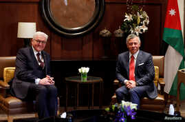Jordan's King Abdullah (R) meets with German President Frank-Walter Steinmeier at the Royal Palace in Amman, Jan. 28, 2018.