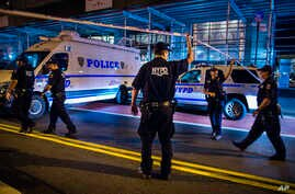 Police arrive at the scene of an explosion in the Chelsea neighborhood in New York , Saturday 17 September 2016.