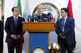 A member of the Presidential Council of Government of National Accord, Ahmed Maiteeq (L) and Italian Foreign Minister Paolo Gentiloni (C) hold a joint news conference in Tripoli, Libya, April 12, 2016.