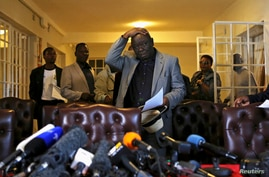 Zimbabwe's Prime Minister Morgan Tsvangirai gestures during a news conference, Harare, Aug. 3, 2013.