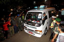 An ambulance carrying the coffin of a death row prisoner arrives at Wijayapura port after returning from the prison island of Nusakambangan in Cilacap, Central Java, Indonesia, early April 29, 2015.