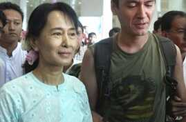 Aung San Suu Kyi, Son, Reunited After 10 Years Apart