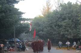 Burmese monks lead a protest march against a Chinese-backed copper mine, Monywa Burma, November 21, 2012. (VOA Burmese Service)
