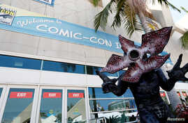 """David Schoelen poses dressed like the character of Demogorgon from """"Stranger Things"""" during the 2017 Comic-Con International Convention in San Diego, California, July 20, 2017."""