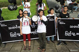Thinzar Shun Lei Yi (L) speaks at a march for press freedom in Yangon, Myanmar, September 1, 2018.
