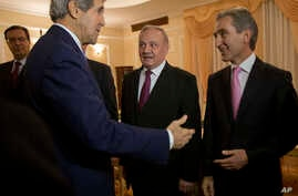 Secretary of State John Kerry (L) meets with Moldova's Pre