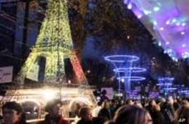 Scrimp or Spend? Europeans Do Both This Holiday Season