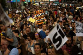 People march during a protest demanding the Spanish government fulfill its pledge to give shelter to refugees, in Madrid, June 17, 2017.
