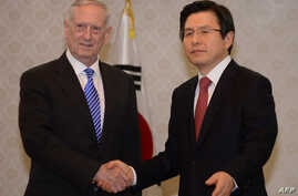 US Defense Secretary James Mattis (L) shakes hands with South Korea's acting President Hwang Kyo-ahn (R) prior to their meeting at the Government Complex in Seoul on Feb. 2, 2017.