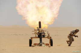 A Saudi soldier fires a mortar towards Houthi movement position, at the Saudi border with Yemen April 21, 2015.
