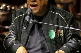 """Stevie Wonder performs live at the """"House Full of Toys 22nd Annual Benefit Concert"""" press conference on Tuesday, Nov. 27, 2018, in Los Angeles"""