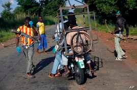 FILE - Armed anti-balaka militiamen man a checkpoint some 60 kms north of Bangui, Central African Republic, Sunday June 1, 2014.