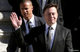 FILE PHOTO: Tesla CEO Elon Musk leaves Manhattan federal court after a hearing on his fraud settlement with the Securities and Exchange Commission in New York City,  April 4, 2019.