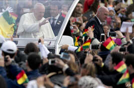 Pope Francis waves from his popemobile as he arrives to celebrate Mass at Christ the Redeemer square in Santa Cruz, Bolivia, July 9, 2015.