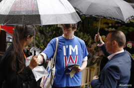 """Student George Smith, a supporter of """"Britain Stronger IN Europe,"""" campaigns in the lead up to the EU referendum at Holborn in London, Britain June 20, 2016."""