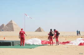 Skydivers say they hope the competition at Egypt's famed Great Pyramids will bring in more visitors after a $1.3 billion drop in tourism revenue over the past few months, March 2, 2016. (H. Elrasam/VOA)