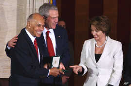 FILE - President Bush, center, and House Speaker Nancy Pelosi stand with Tuskegee Airman Dr. Roscoe Brown, Jr., in the Capitol Rotunda in Washington,  March 29, 2007,  after Brown received a Congressional Gold Medal during a ceremony honor the Tuskeg