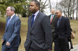 Officer William Porter, center, one of six Baltimore city police officers charged in connection to the death of Freddie Gray, leaves the Maryland Court of Appeals in Annapolis, Maryland, March 3, 2016.