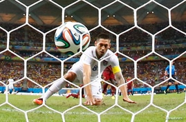 Clint Dempsey of the U.S. watches after knocking the ball into the net against Portugal during their 2014 World Cup Group G soccer match at the Amazonia arena in Manaus June 22, 2014. REUTERS/Siphiwe Sibeko (BRAZIL  - Tags: SOCCER SPORT WORLD CUP)