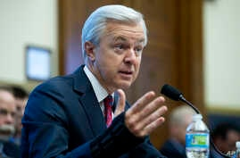 Wells Fargo CEO John Stumpf testifies on Capitol Hill in Washington, Sept. 29, 2016, before the House Financial Services Committee investigating Wells Fargo's opening of unauthorized customer accounts.