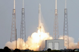 The Falcon 9 SpaceX rocket lifts off from launch complex 40 at the Cape Canaveral Air Force Station in Cape Canaveral, Florida, March 1, 2013.
