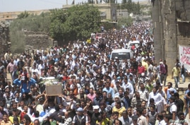 Syrian residents carry the body of Abed Al-Razaq Al-Zubi, whom protesters say was killed by forces loyal to Syria's President Bashar al-Assad, during his funeral in Deraa, June 8, 2012.