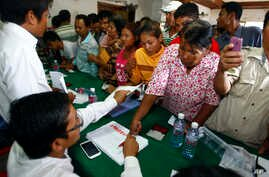 Supporters of National Rescue Party gather to give their thumbprint as they complain that their names were not in the voting lists in July 28 election, during a public forum on the topic of the election of July 28, at the party's office in Phnom Penh