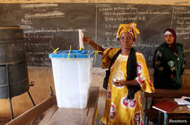 A woman votes during local elections in Bamako, Mali, Nov. 20, 2016.