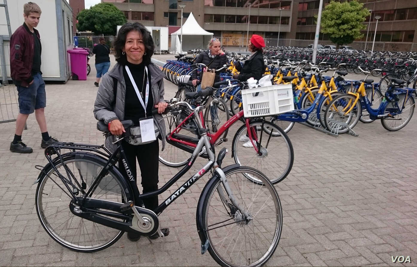 """Mexico City's """"bicycle mayor' 'Areli Carreón in Holland, J"""