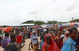 Displaced Somalis Face Overcrowding at Refugee Camps