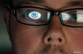 A cyber security analyst works in a watch and warning center at a Department of Homeland Security cyber security defense lab at the Idaho National Laboratory, September 30, 2011, in Idaho Falls, Idaho. REUTERS/Jim Urquhart (UNITED STATES - Tags: POL