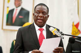 Zimbabwean President Emmerson Mnangagwa officiates at the swearing in ceremony for his cabinet at State House in Harare, Zimbabwe, Dec. 4, 2017.