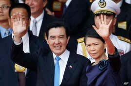 Taiwan's President Ma Ying-jeou, left, and his wife Chow Mei-ching wave to attendants during the National Day celebrations in Taipei, Oct. 10, 2015.