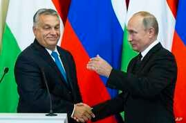 Russian President Vladimir Putin, right, shakes hands with Hungarian Prime Minister Viktor Orban during a joint news conference after their talks in the Kremlin in Moscow, Sept. 18, 2018.