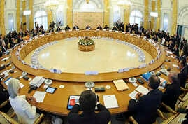 A general view of the round table meeting at the G-20 summit at the Constantine Palace in St. Petersburg, Russia, Sept. 5, 2013.