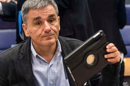 Greece's Finance Minister Euclid Tsakalotos prepares for an Eurogroup meeting at the EU Council in Luxembourg, Oct. 10, 2016. The Greek debt issue is expected to loom large at a Eurogroup meeting on December 5.
