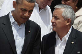 President Barack Obama, left, talks to Guatemala's Preside