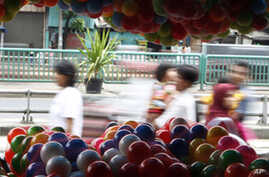 Cheap toys imported from China are displayed in a makeshift market in Jakarta, Indonesia (FILE).