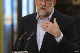 Spanish interim Prime Minister Mariano Rajoy holds a press conference after his meeting with the leader of center-right party Ciudadanos at the Congress (Las Cortes) in Madrid on Aug. 18, 2016.