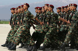 Syrian soldiers parade during a farewell ceremony in the Bekaa Valley, Lebanon, 2005. (AP)