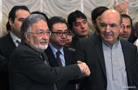 Afghan presidential candidate Qayum Karzai (R) shakes hand with fellow presidential candidate Zalmai Rassoul during a news conference in Kabul, March 6, 2014.