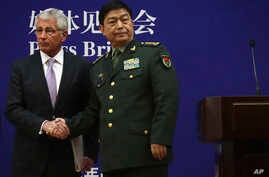 U.S. Defense Secretary Chuck Hagel, left, and Chinese Defense Minister Chang Wanquan shake hands at the end of a joint news conference at the Chinese Defense Ministry headquarters in Beijing, China, April 8, 2014.