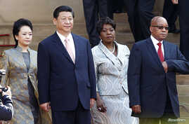 South Africa's President Jacob Zuma (R) wife Bongi Ngema (2nd R) welcome China's President Xi Jinping (2nd L) and wife Peng Liyuan for a working visit to South Africa, in Pretoria March 26, 2013.