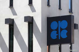 The Organization of the Petroleum Exporting Countries (OPEC) logo is pictured at its headquarters in Vienna, June 10, 2014.