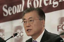 Possible South Korean presidential contender Moon Jae-in speaks during a press conference at the Seoul Foreign Correspondents Club in Seoul, South Korea, Dec. 15, 2016.