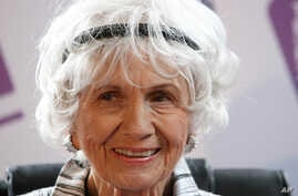 FILE - Canadian Author Alice Munro is seen at a press conference at Trinity College, Dublin, Ireland, June 25, 2009.