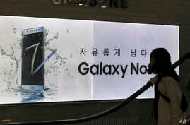 A visitor passes by an advertisement of the Samsung Electronics Galaxy Note 7 smartphone at its shop in Seoul, South Korea, Oct. 11, 2016.