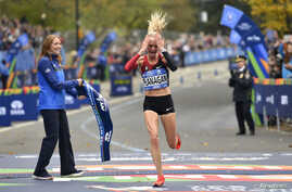 ; Shalane Flanagan celebrates as she crosses the finish line to win the professional women's division at the 2017 TCS New York City Marathon. (Derik Hamilton-USA TODAY Sports)